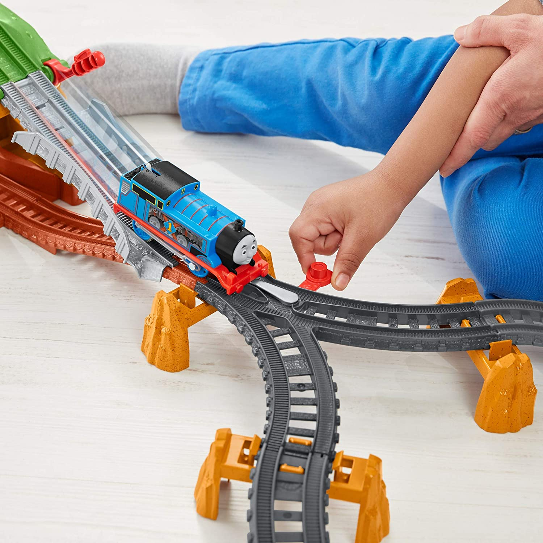 Thomas Set Motorizat Traverseaza Podul